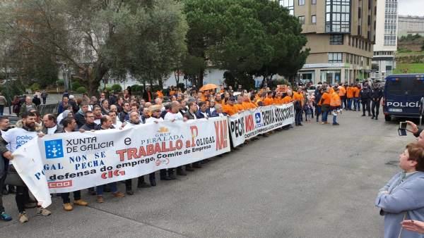 Sánchez ve garantizado el futuro de Alcoa, mientras trabajadores protestan en de