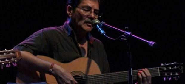 El artista peruano durante un concierto.
