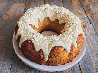 Bundt cake de chocolate blanco