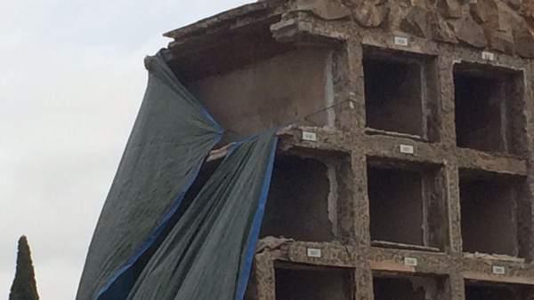 Un informe pericial dice que la gestión del derrumbe de nichos en Montjuïc fue '