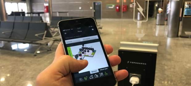 El Aeropuerto de Reus instala diez puntos de recarga para móviles en sus termina