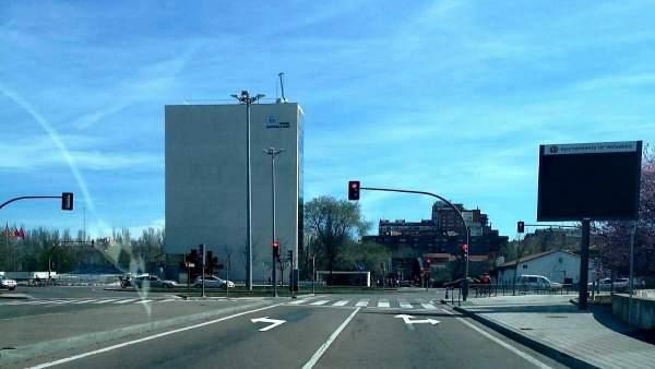 Reorganizados los carriles de acceso al Puente Colgante y Avenida de Salamanca d