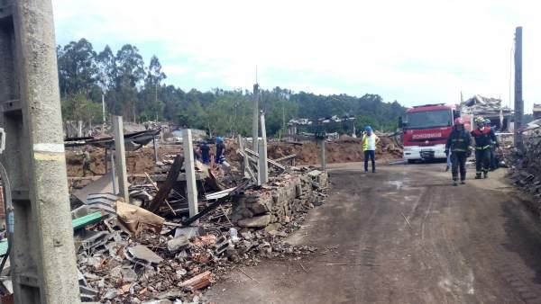 Destrozos ocasionados por la explosión de material pirotécnico en Tui