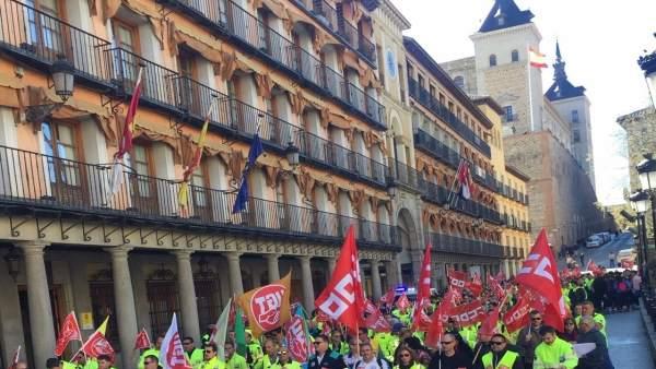 Trabajadores de ambulancias amenazan con huelga si la Junta no interviene para m