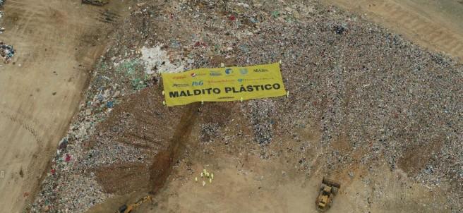 Acción Greenpeace 'Maldito Plástico'