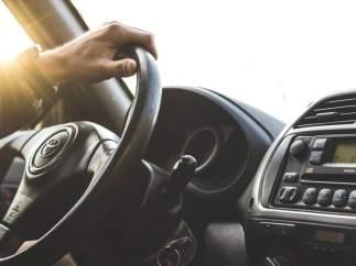 La rueda de repuesto, la pegatina de la ITV…Y otros elementos obligatorios que debes llevar en tu coche