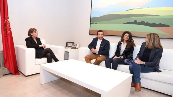 Barkos recibe al presidente de la Asociación de Jóvenes Empresarios de Navarra,