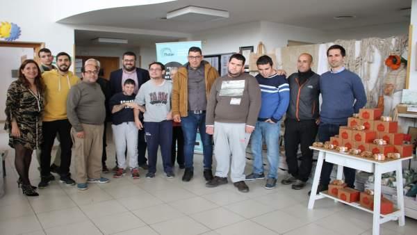 El Ibanat provee de madera a la organización Mater en la que siete jóvenes hacen