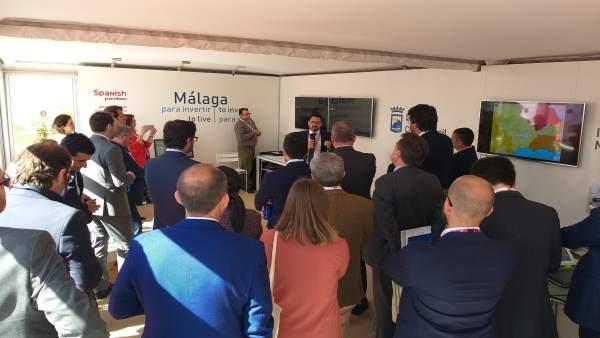 El Ayuntamiento De Málaga Informa: Málaga Mantiene Cerca De Una Treintena De Reu