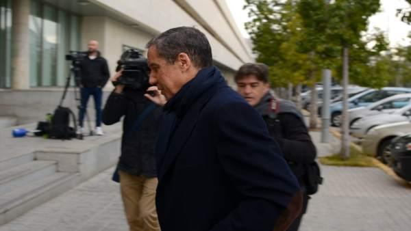 Zaplana va recórrer la confiscació del mòbil de la seua filla investigada en Erial perquè coordinava la seua defensa