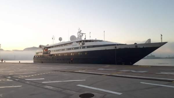 'Clio', el barco de cruceros con forma de mega-yate, recala en Cartagena