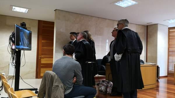 El acusado del incendio de Ribeira asegura que solo colaboró 'cargando agua' y a