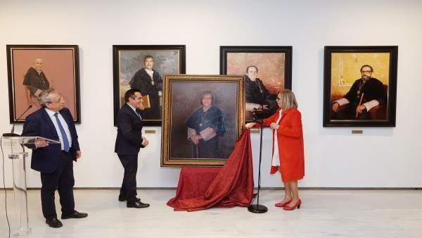 Málaga.- La UMA rinde homenaje a Adelaida de la Calle con la cuelga de su retrat