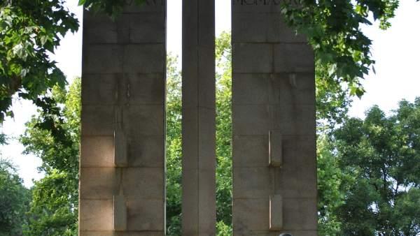Cruz De Los Caídos En Jardines De Córdoba