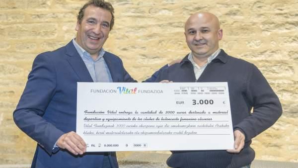 Fundación Vital dona 3.000 euros para dotar de material y equipamiento a los clu