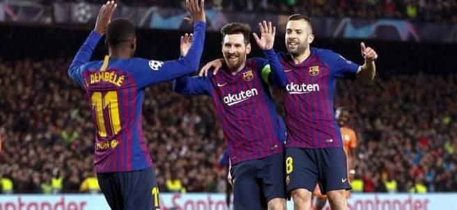 Ousmane Dembélé celebra el quinto gol del Barcelona ante el Lyon.