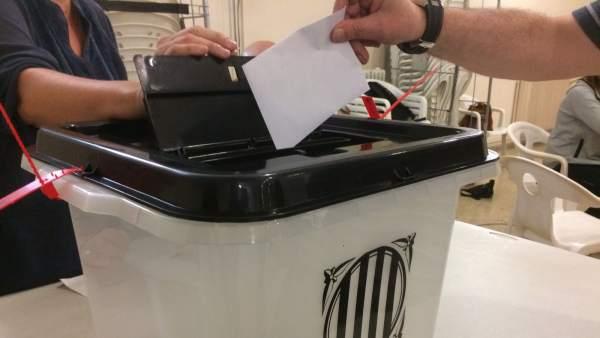 Urna de votación del referéndum del 1-O
