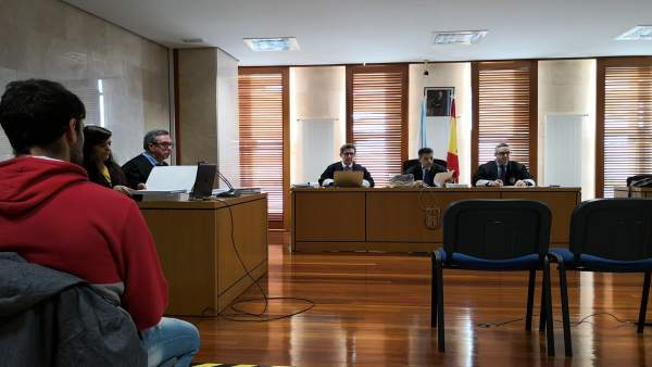 Testigos desmienten la coartada del acusado por el incendio de Ribeira pero la d