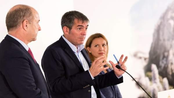 Fernando Clavijo con Pedro Ortega y Rosa Dávila