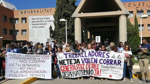 Limpiadoras en huelga piden a la administración no contratar empresas que no pag