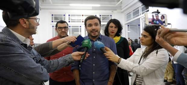 Alberto Garzón participa en una asamblea abierta a la ciudadanía.