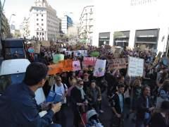 Estudiantes se suman a la huelga contra el cambio climático.
