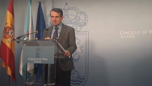 El alcalde de Vigo propone reconocer la labor de los jefes de servicio de Atenci