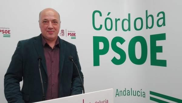 Antonio Ruiz en la sede del PSOE