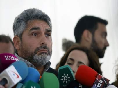 Juan José Cortés atiende a los medios para informar sobre el rescate en Totalán
