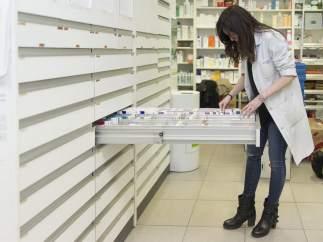 Buscando medicamentos en una Farmacia