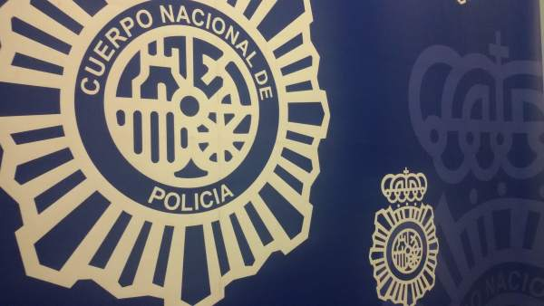 Nota De Prensa: 'La Policía Nacional Detiene A Una Pareja Que Se Dedicaba A Roba
