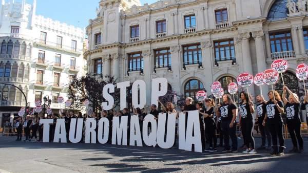 Valencia.- Colectivos animalistas se concentran para denunciar 'el asesinato de