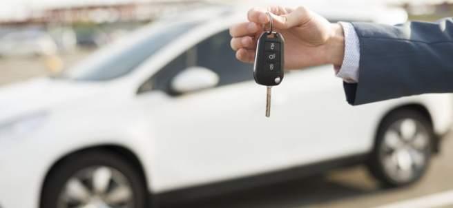 Hombres vs mujeres: ¿quién tiene las cosas más claras a la hora de comprar un coche?
