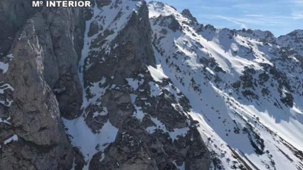Sucesos.- Rescatado un montañero en León que se resbaló por una pendiente y se g