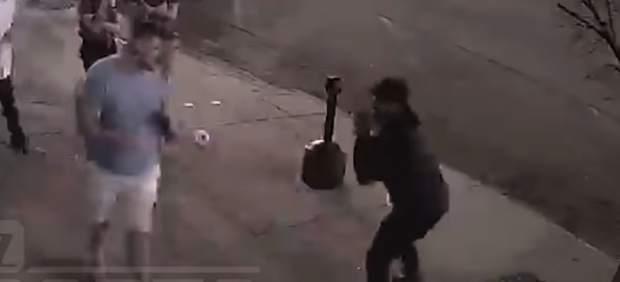 Un defensa de la NFL de 143 kg es noqueado en una pelea callejera