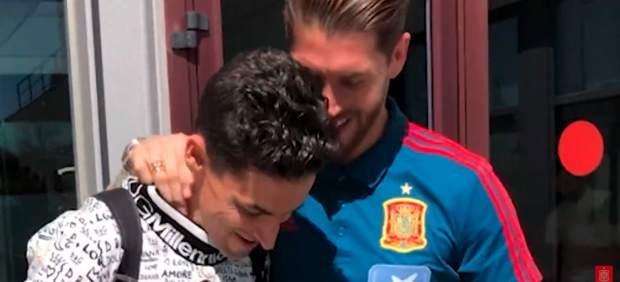 El detalle de Sergio Ramos con sus compañeros de la Roja... y su emotivo reencuentro con Jesús ...