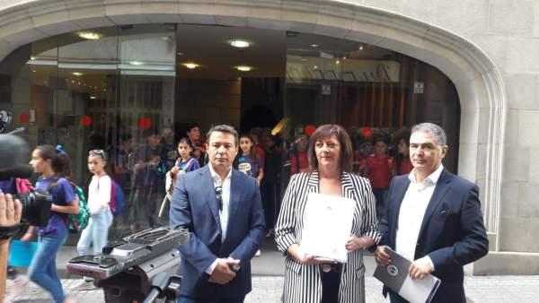 Casi una veintena de colectivos, incluida la patronal hotelera de Las Palmas, pi