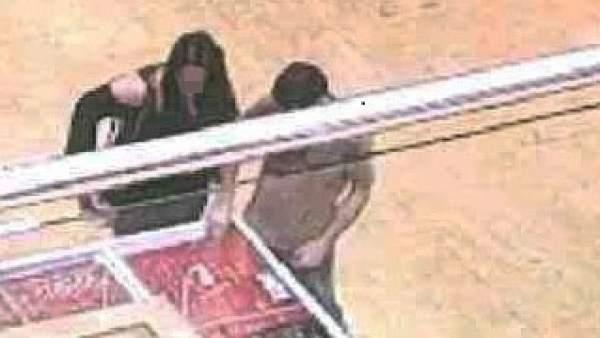 Detenida una pareja por robar joyas por valor de 1.600 euros en un comercio en L