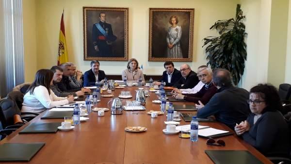 Barbón (FSA-PSOE) analiza el sector turístico asturiano con la Mesa de Turismo d