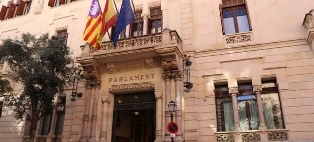 El Parlament presenta este miércoles la restauración de las pinturas de la Sala Montenegro