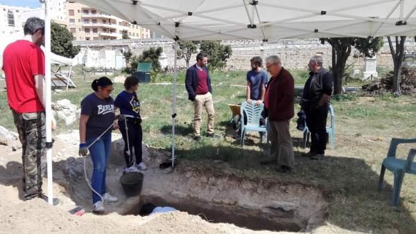 Cádiz.-Memoria.- El Ayuntamiento inicia los trabajos de exhumación de López Quer