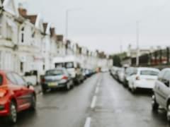 ¿Existe una distancia mínima cuando aparcamos en la ciudad?