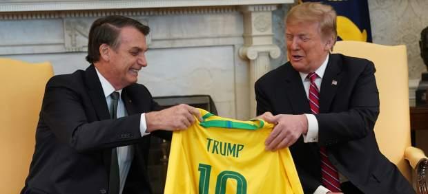 Los regalos futboleros de Trump y Bolsonaro en su cumbre en Washington
