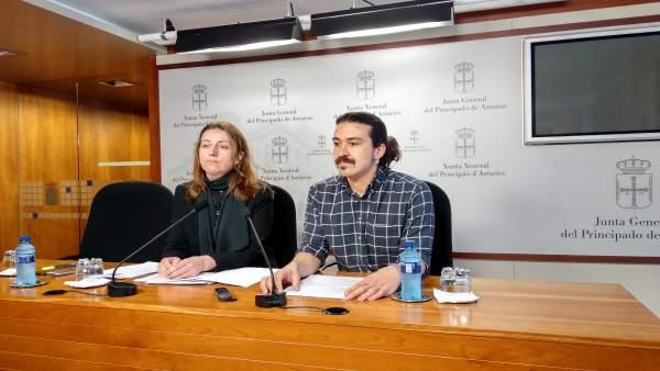 Rueda de prensa de los diputados de Podemos Asturies Lorena Gil y Andrés Fernánd