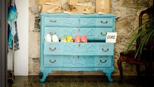 Mueble con cajones azules