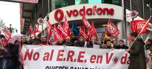 El ERE de Vodafone contempla al menos 500 bajas forzosas antes del verano