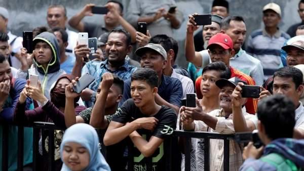 Azotados en público en Indonesia