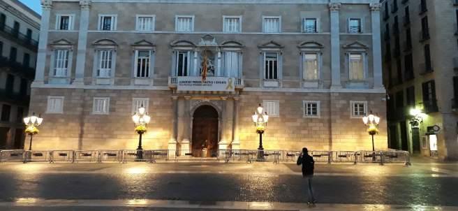 28A.- La Generalitat Amanece Con La Pancarta Del Lazo En La Fachada