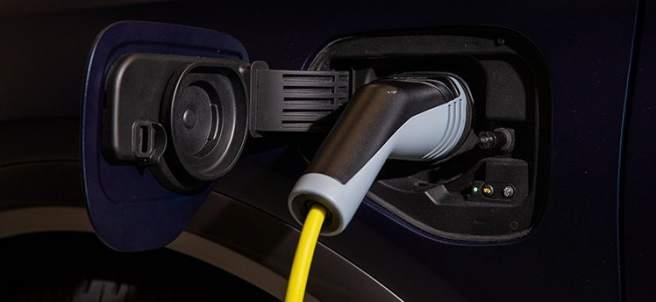 Del PHEV a la potencia trifásica: seis términos que debes conocer si vas a comprar un coche eléctrico
