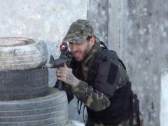 La selección española se une en un juego de rifles láseres